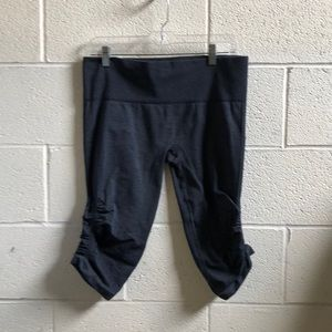 Lululemon blue Ebb & flow crop sz 12 61242